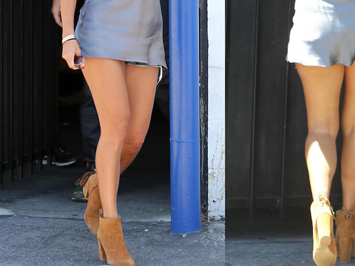 """Kourtney Kardashian odsłania nogi w bardzo krótkiej sukience na planie show """"Z kamerą u Kardashianów"""""""
