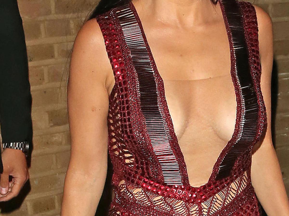 Kourtney Kardashian z dekoltem do pępka na brytyjskiej gali Kobieta Roku Glamour 2016