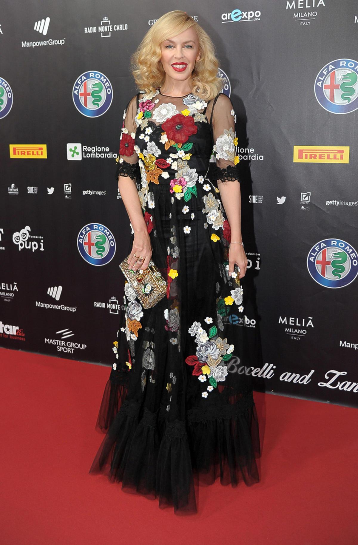 Kylie Minogue w sukni Dolce&Gabbana na koncercie w Mediolanie