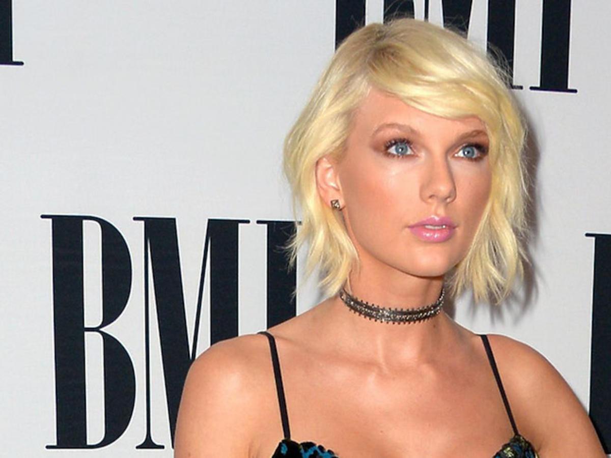 Opalona Taylor Swift w dziwnej sukni od Monique Lhuillier