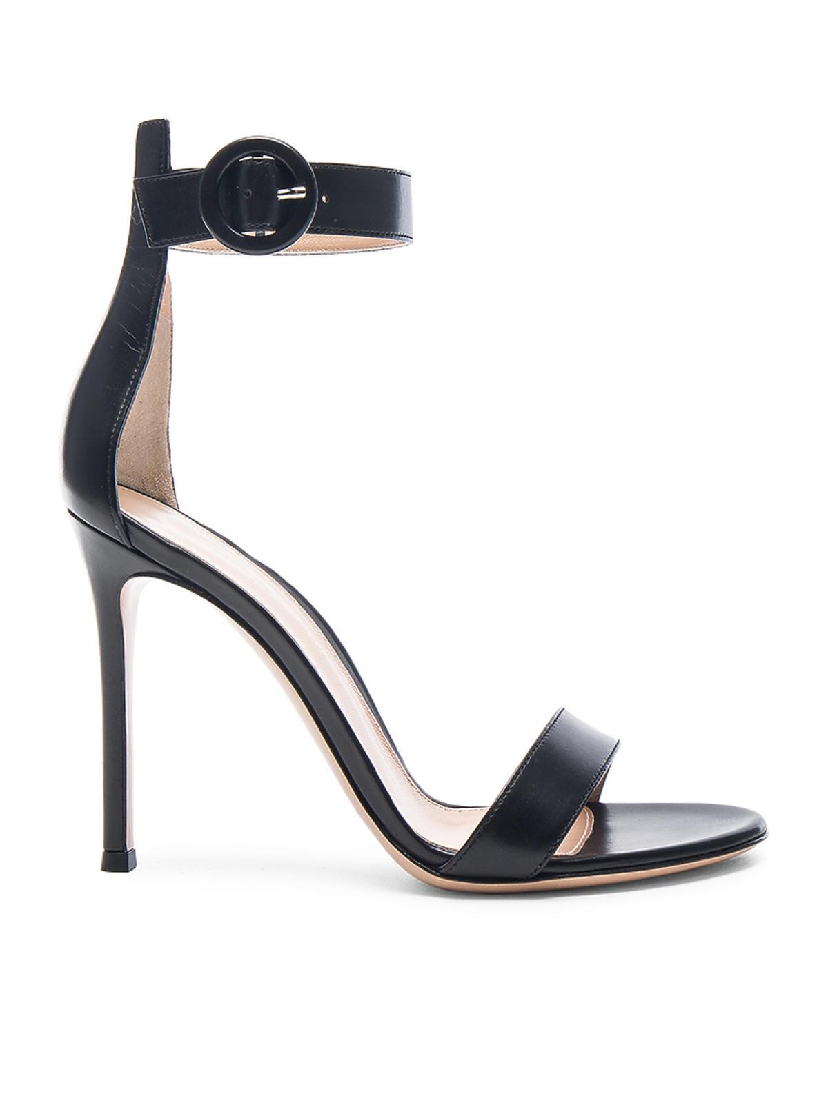 Sandałki marki Gianvito Rossi, ok. 3100 zł