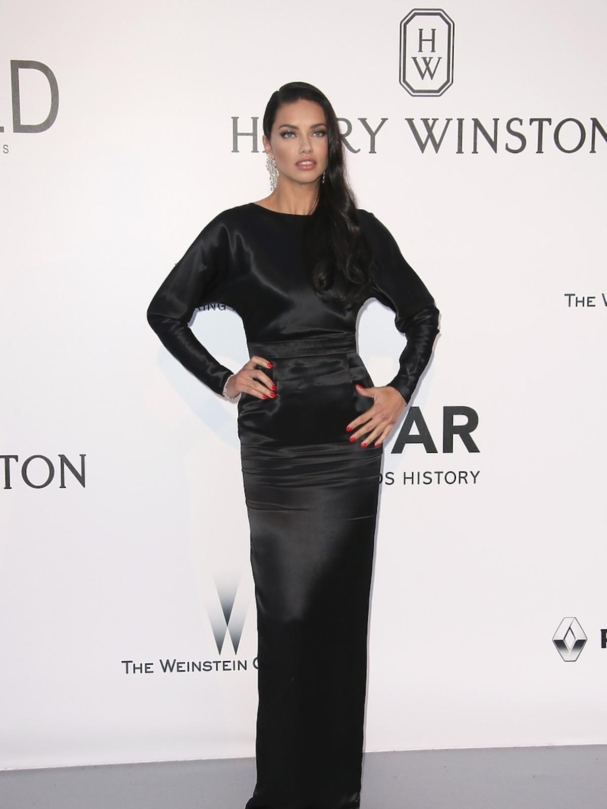 Seksowna Adriana Lima na gali amfAR w Cannes