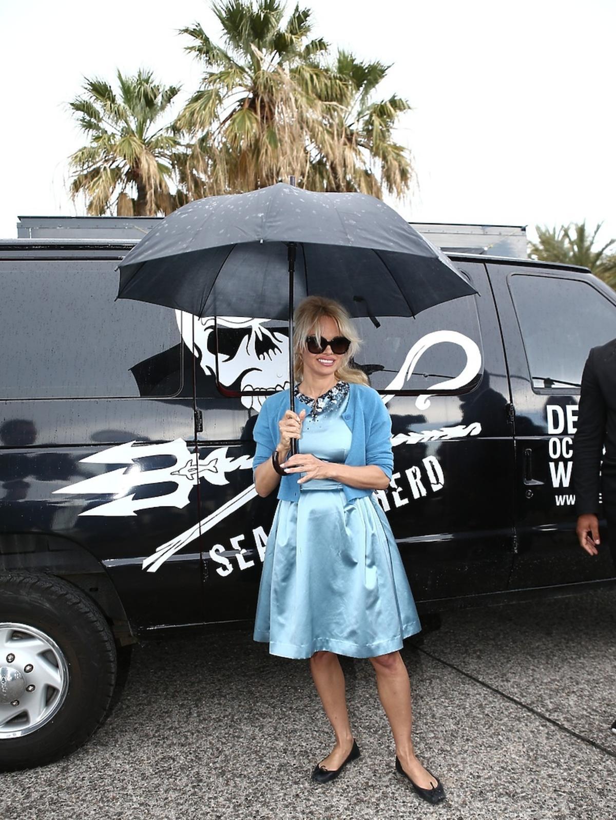 Seksowna Pamela Anderson w nieudanej stylizacji w Cannes