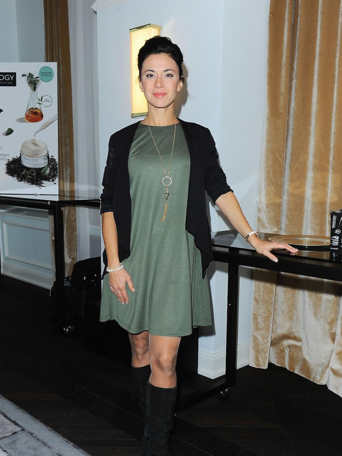 Anna Iberszer w zielonej sukience