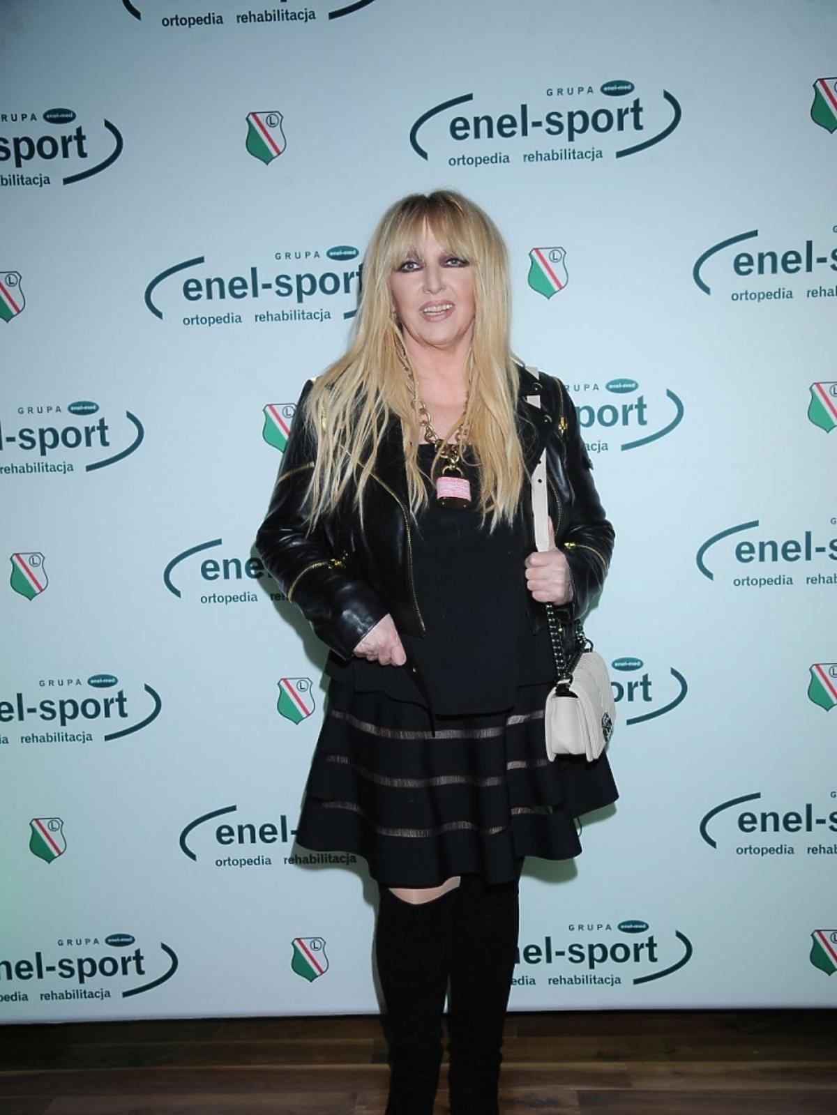 Maryla Rodowicz w czarnej sukience na stadionie Legia Warszawa