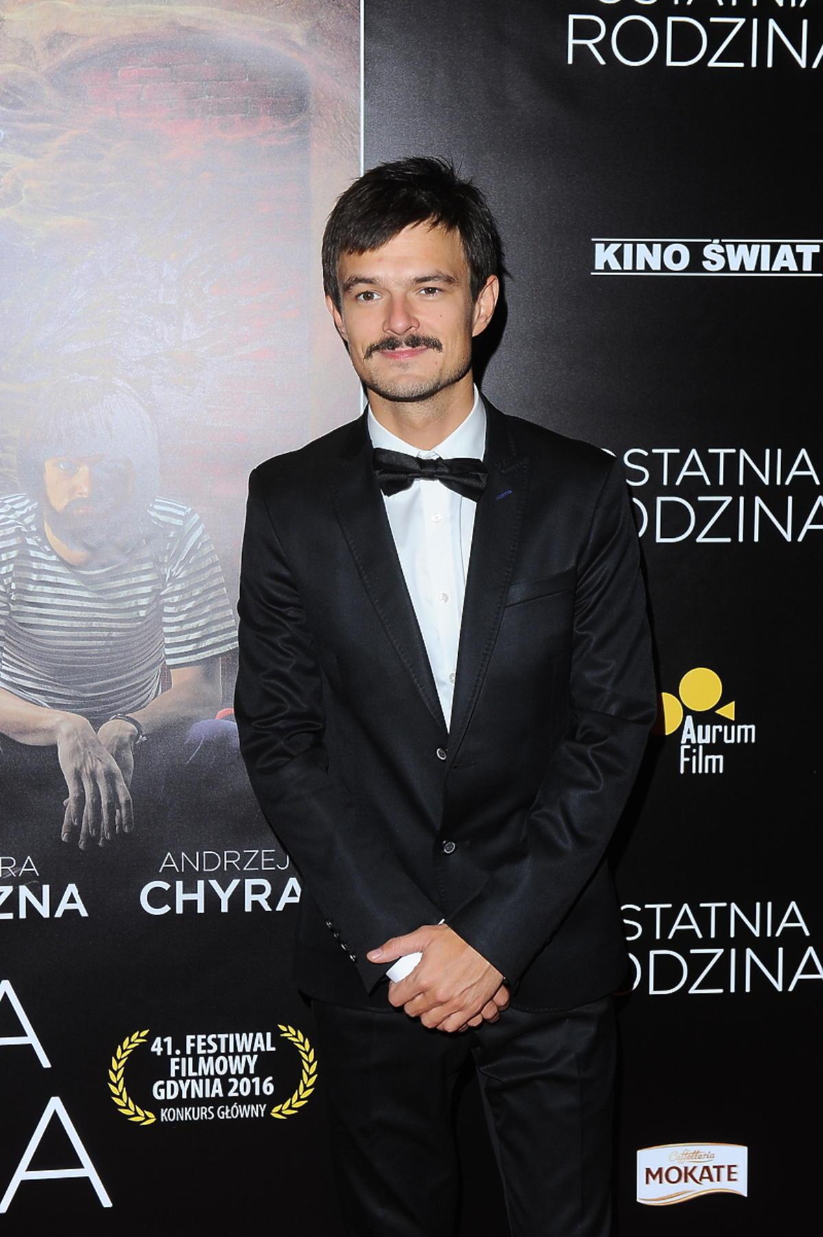 Dawid Ogrodnik na premierze