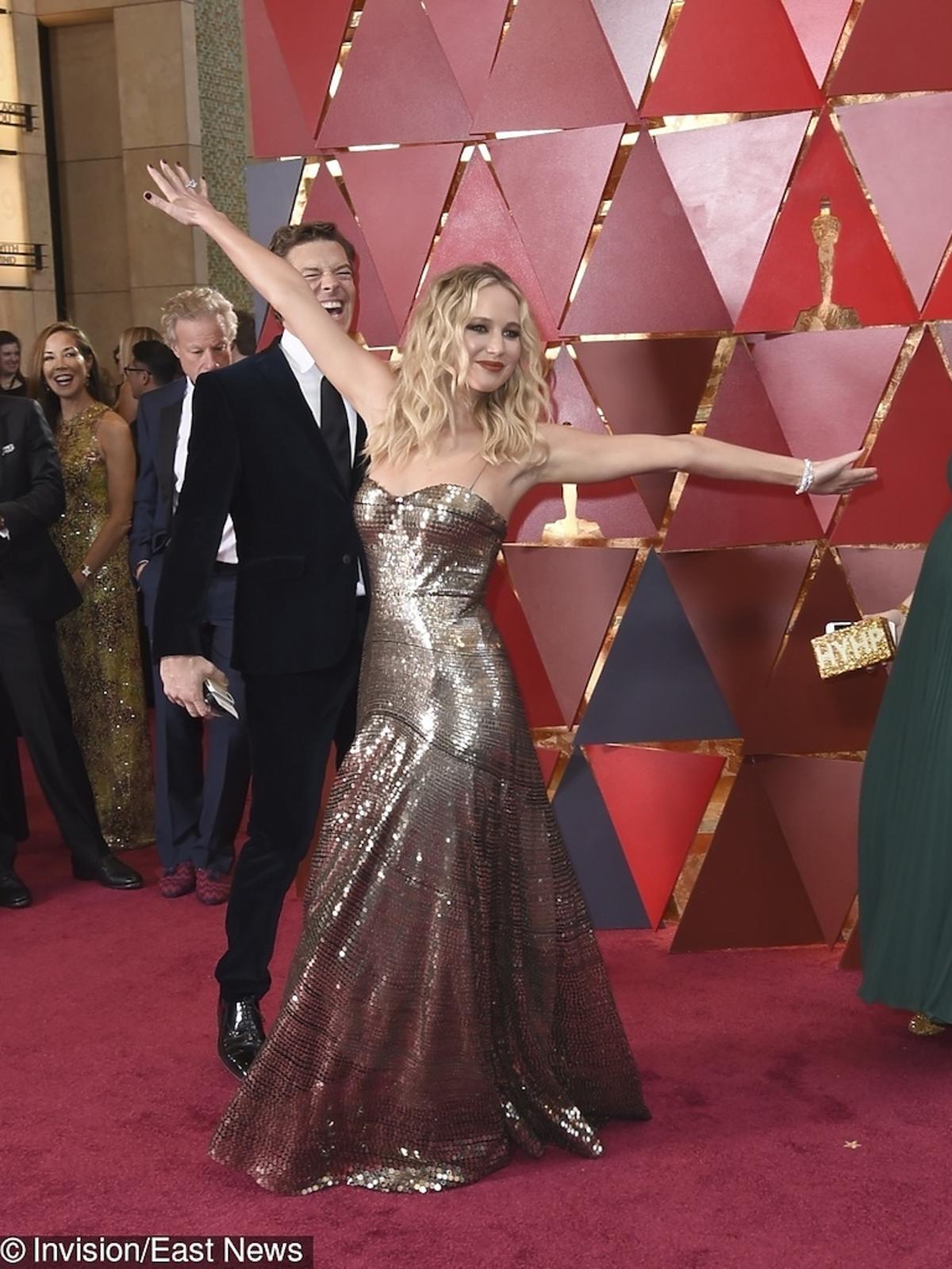 Jennifer Lawrence na czerwonym dywanie na Oscarach 2018