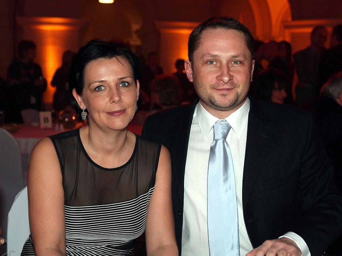 Kamil Durczok, Marianna Dufek-Durczok przy stole na Balu Dziennikarzy