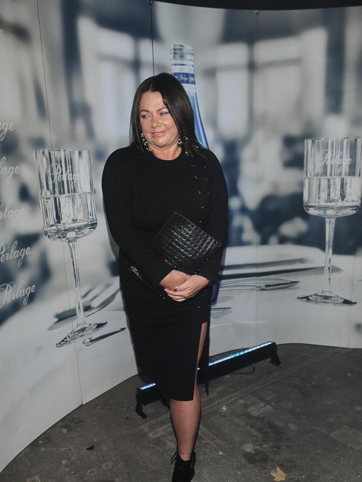Katarzyna Niezgoda w czarnej sukience na pokazie Tomasza Ossolińskiego