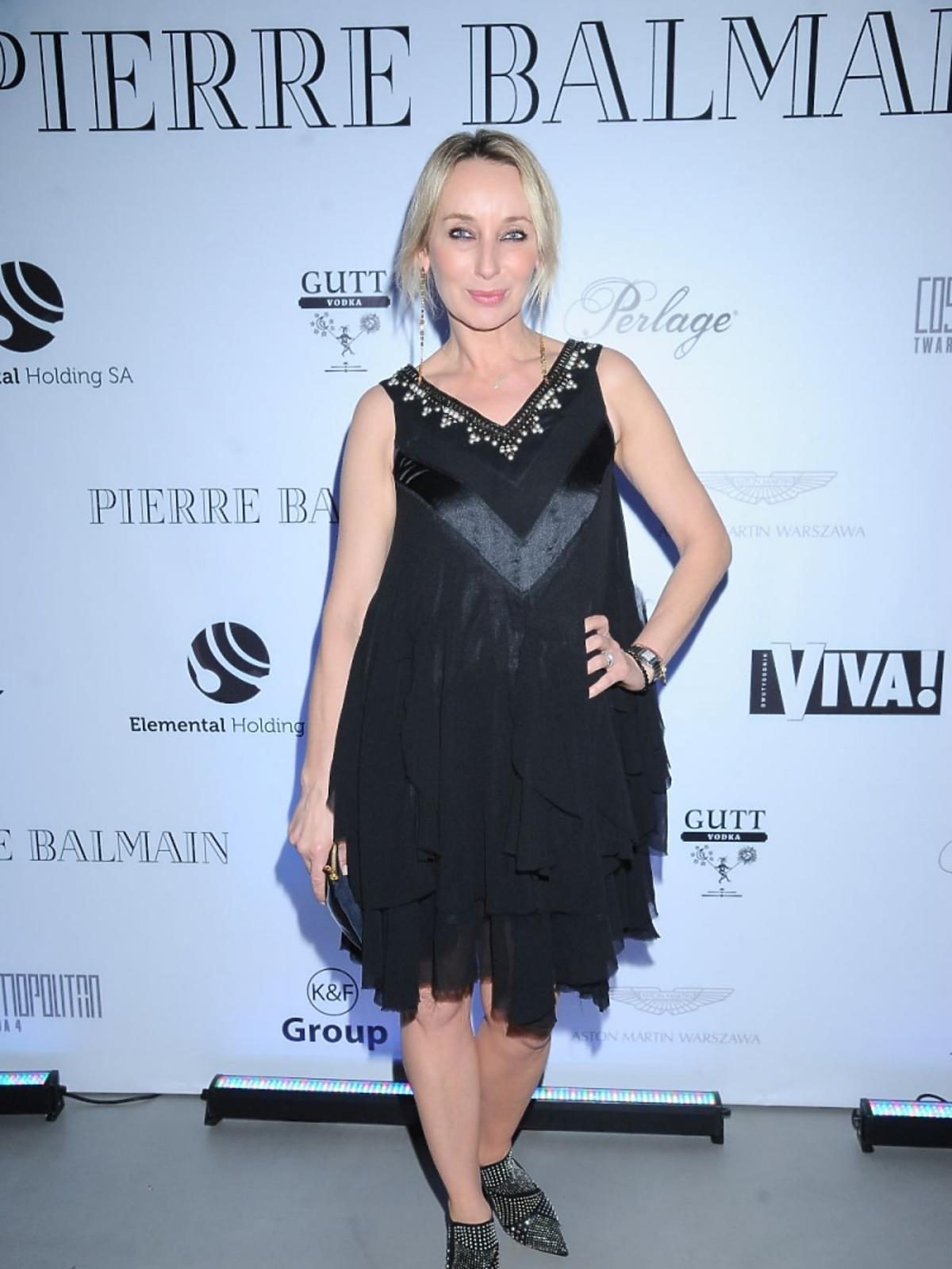 Dorota William w czarnej sukience na prezentacji Balmian