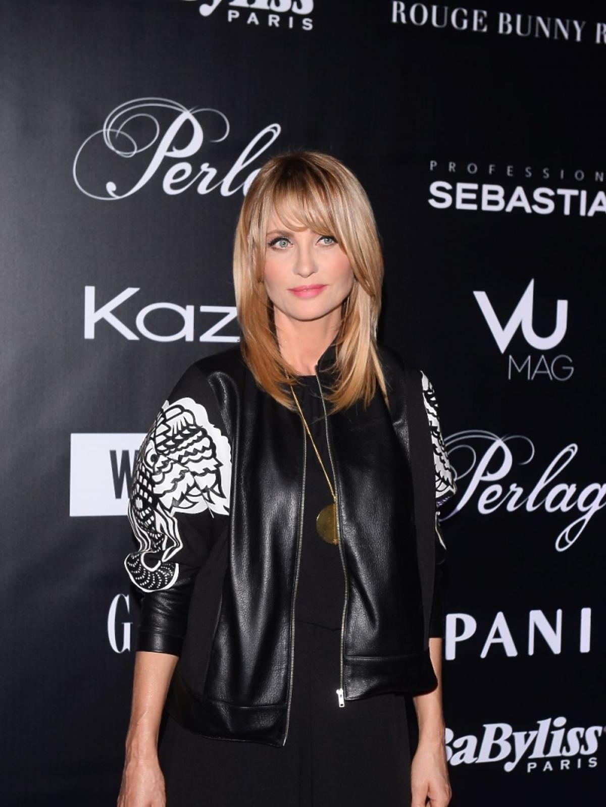 Joanna Krupa w skórzanej kurtce na pokazie mody
