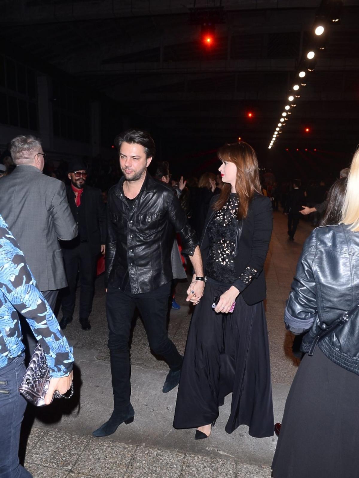 Karolina Malinowska w czarnej sukience, Olivier Janiak w skórzanej kurtce
