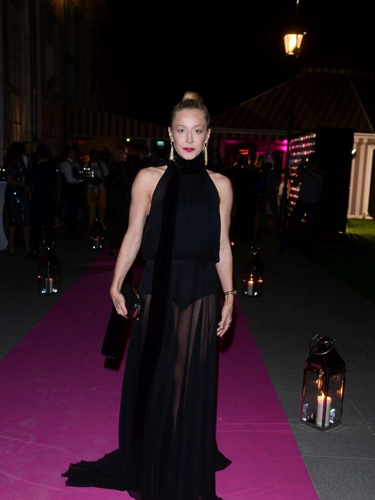 Katarzyna Warnke w prześwitującej sukience