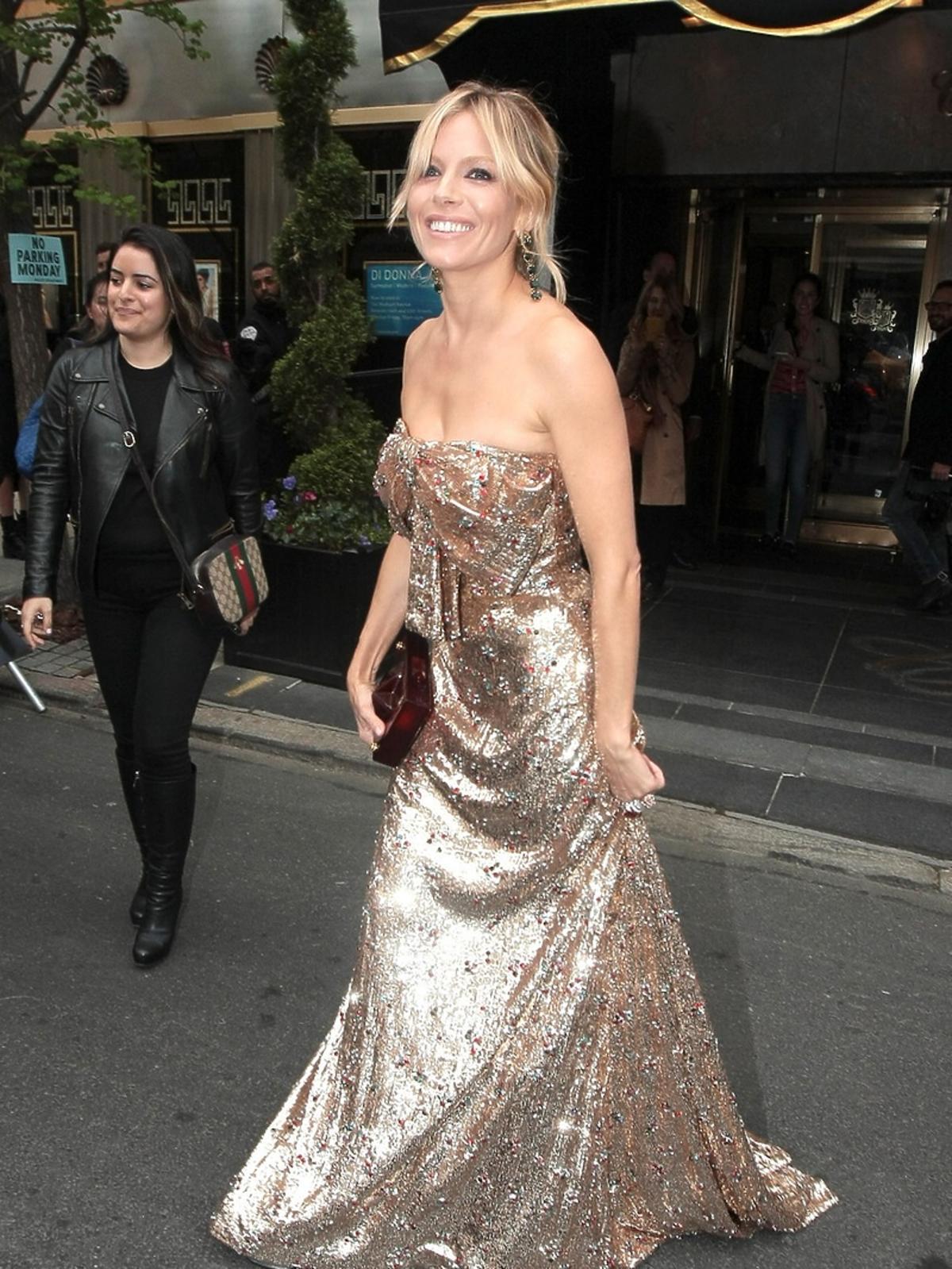 Sienna Miller na MET Gala 2016 w Nowym Jorku