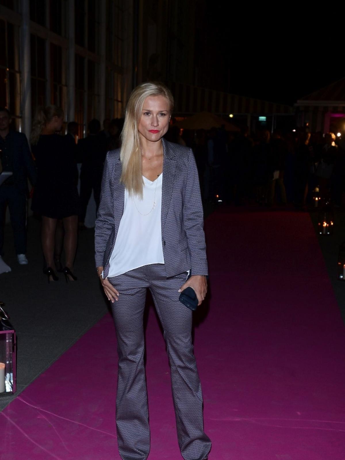 Sylwia Arnesen w garniturze