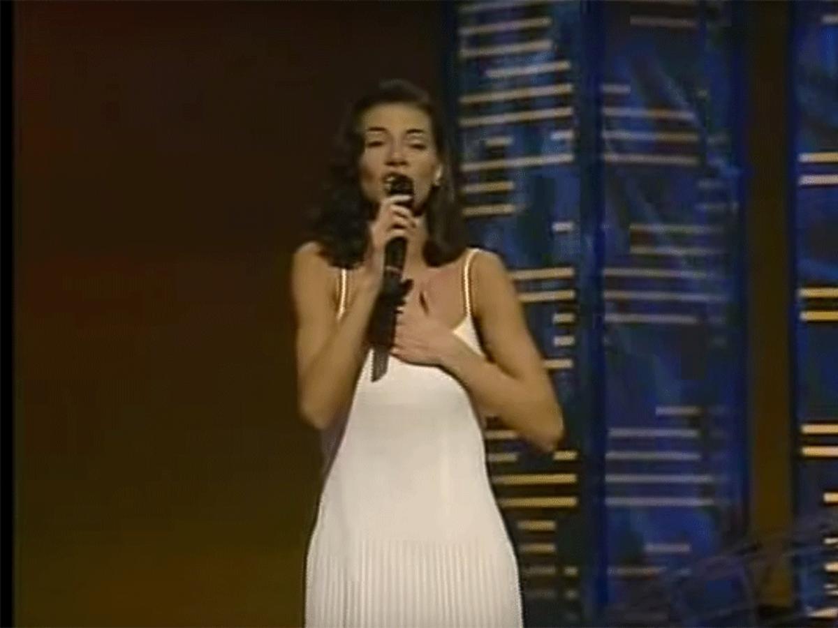 Edyta Górniak na Eurowizji w białej sukience