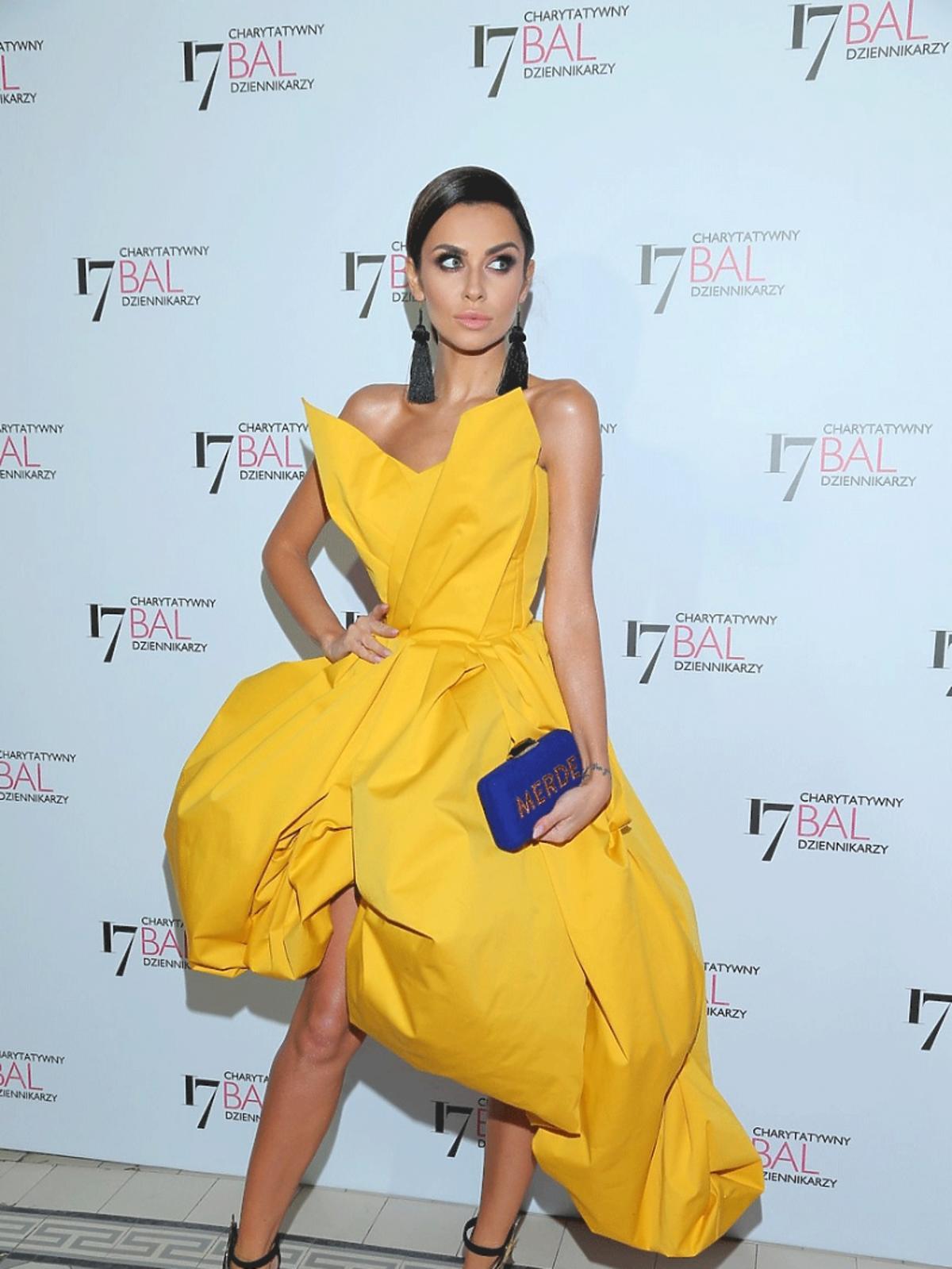 Natalia Siwiec w żółtej sukience Bartka Janusza