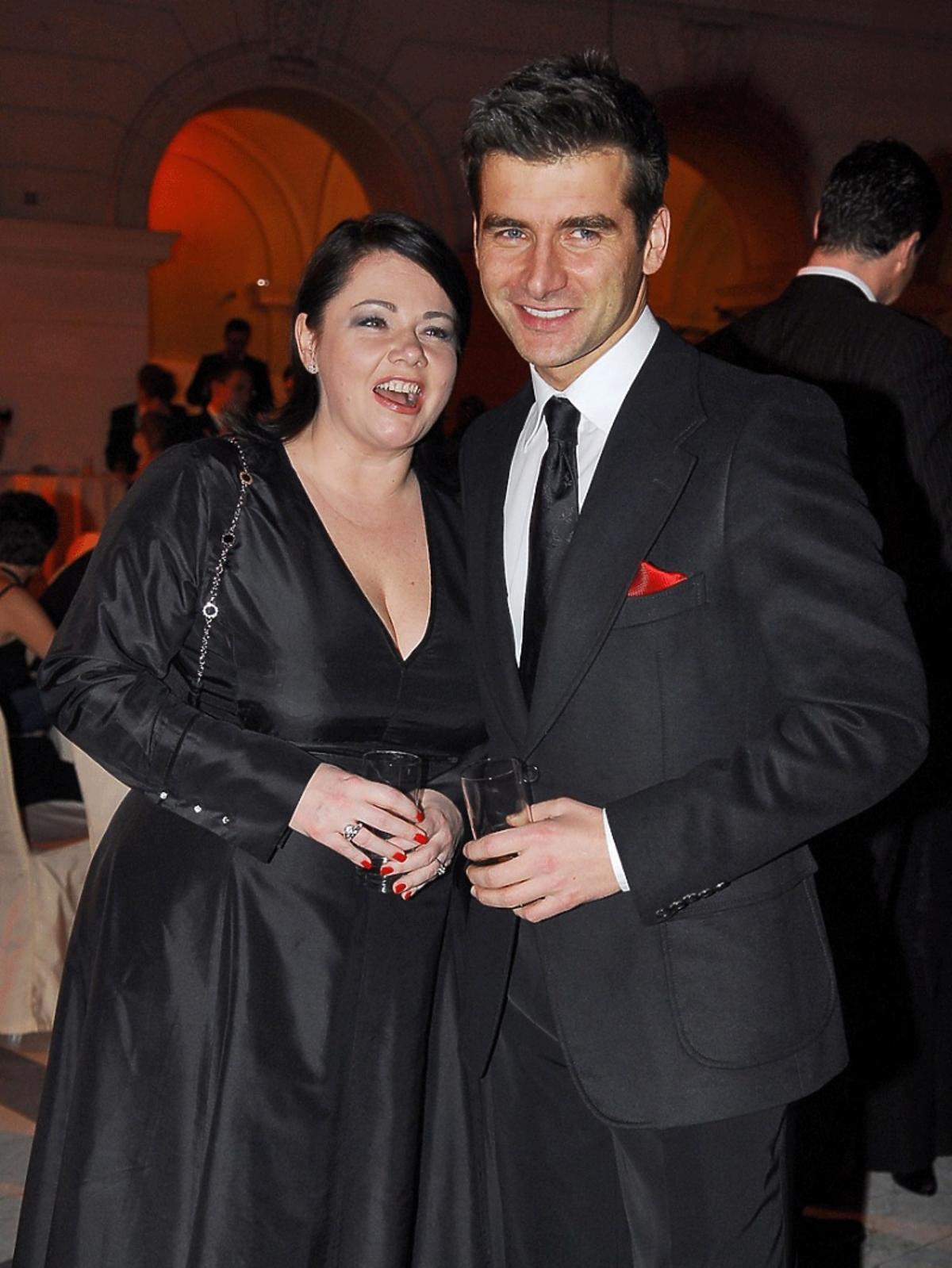 Tomasz Kammel w garniturze, Katarzyna Niezgoda w czarnej sukience