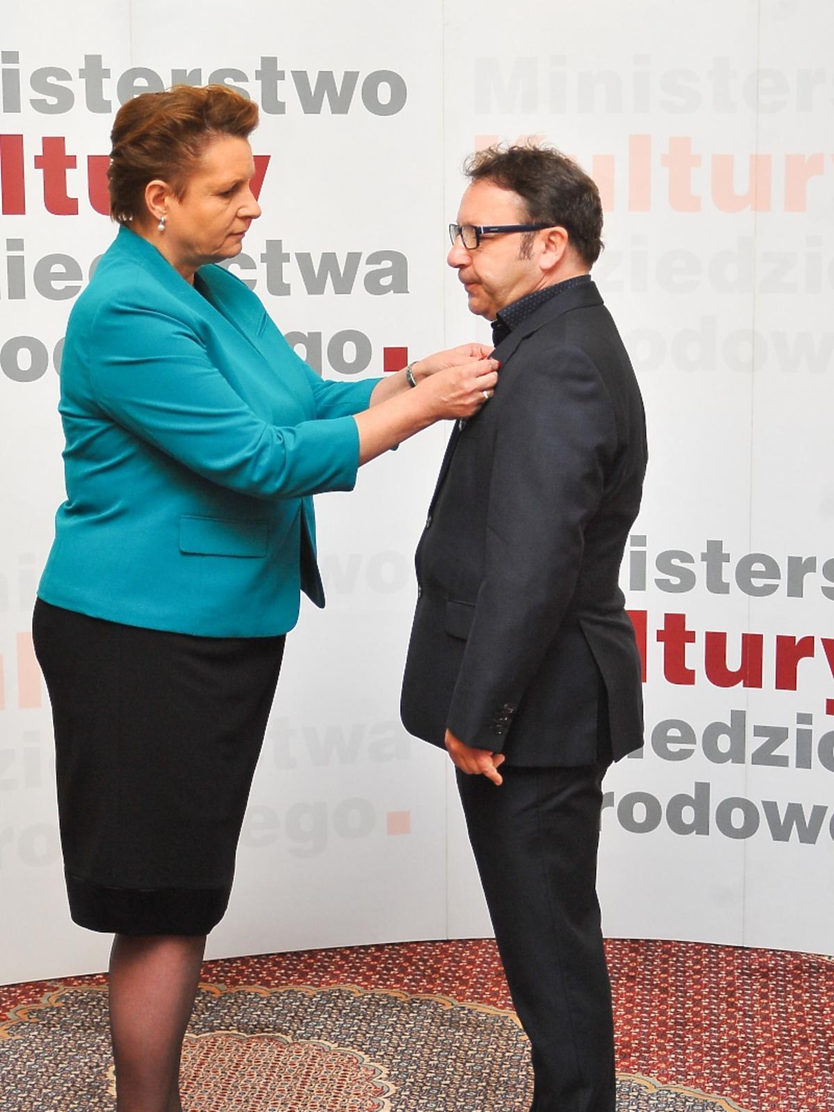 Zbigniew Zamachowski odbiera medal w Ministerstwie Kultury