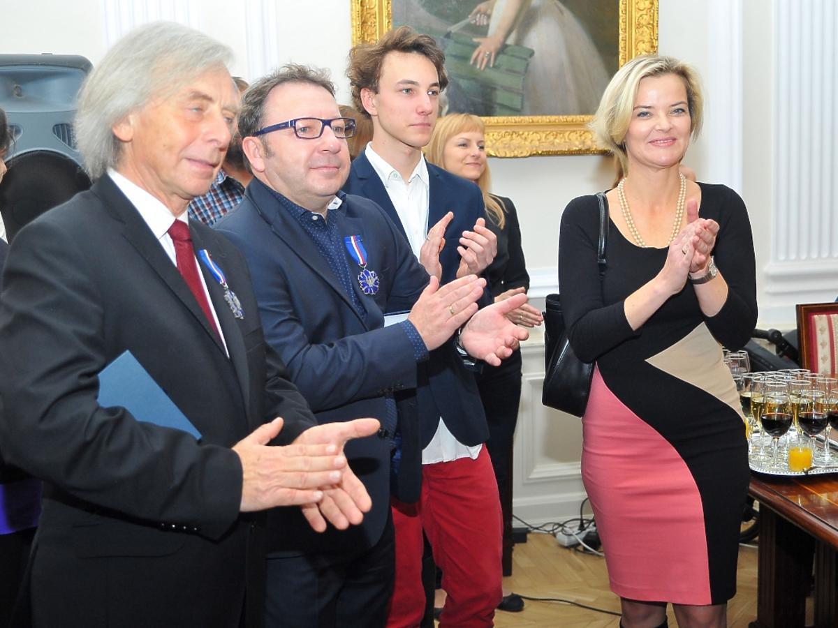 Zbigniew Zamachowski z żoną Moniką i synem Antonim na uroczystości w Ministerstwie Kultury