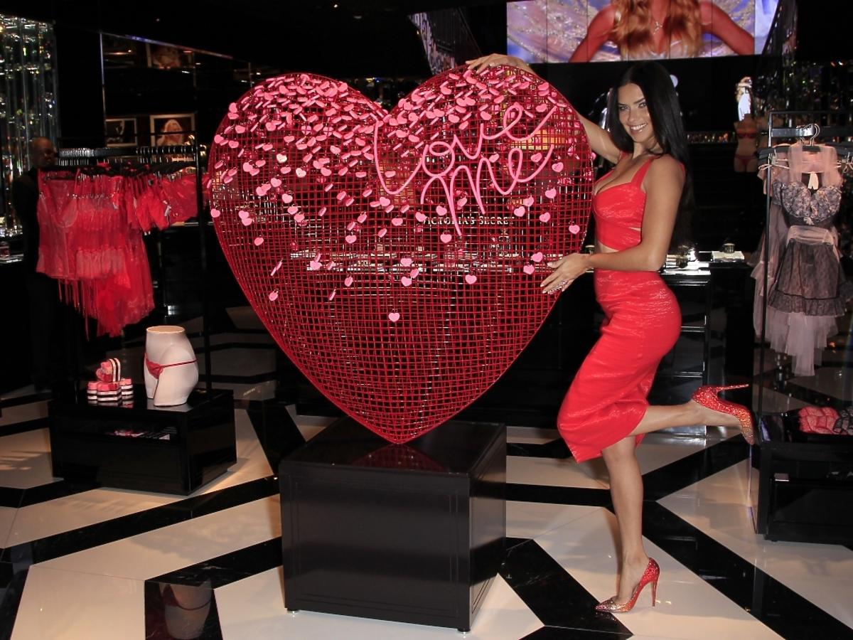 Adriana Lima w sklepie Victoria's Secret