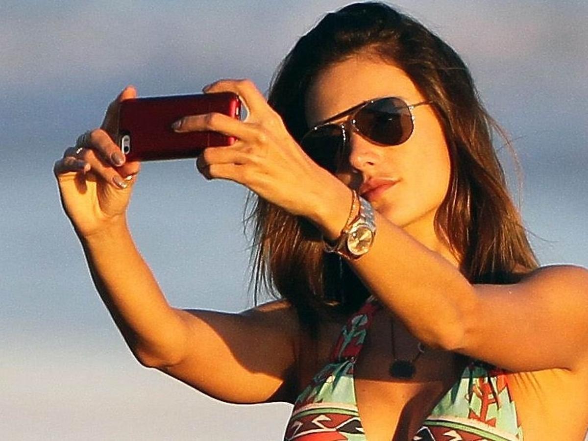 Alessandra Amrosio na plaży
