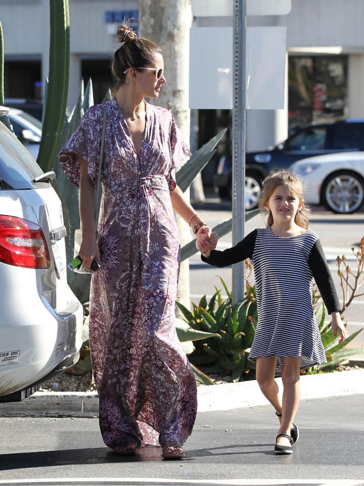 Alessandra Amrosio z córką na zakupach