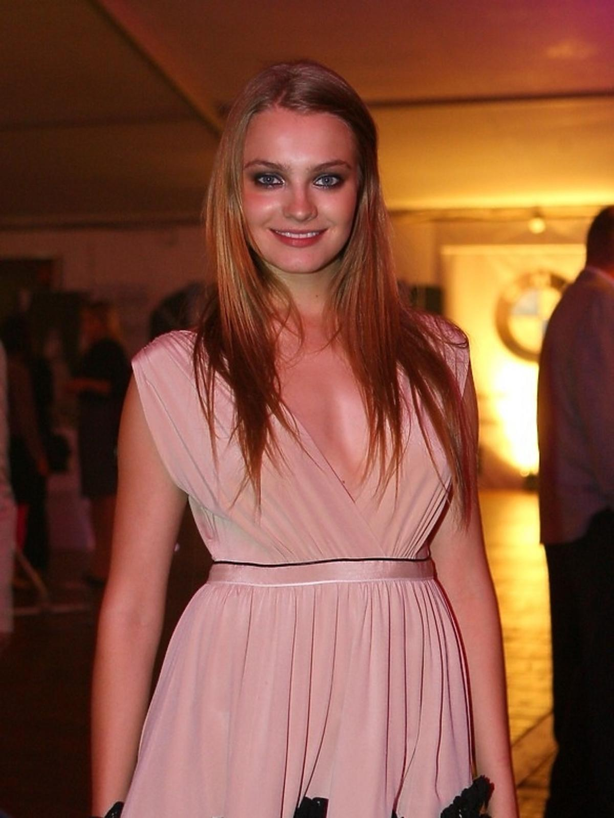Anna Jagodzińska w różowej sukience