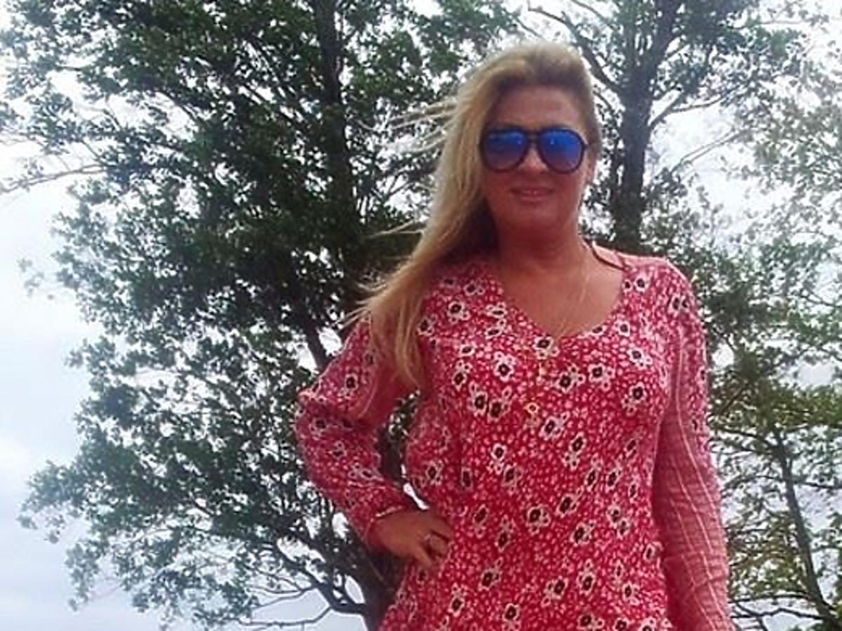 Beata Kozdirak w krótkiej sukience