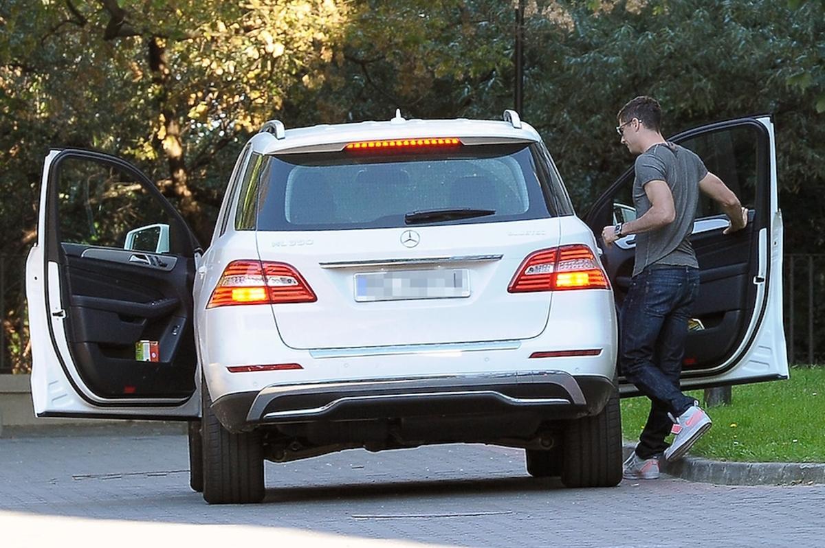 Biały samochód Roberta Lewandowskiego