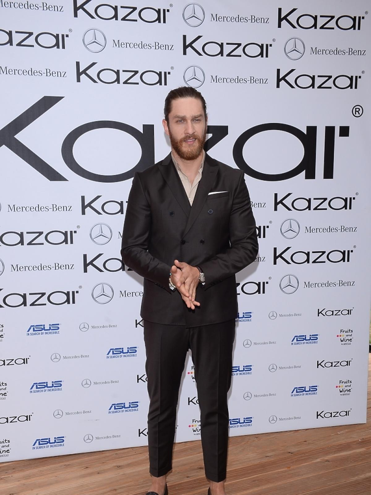 Ekskluzywny Menel na pokazie kolekcji marki Kazar