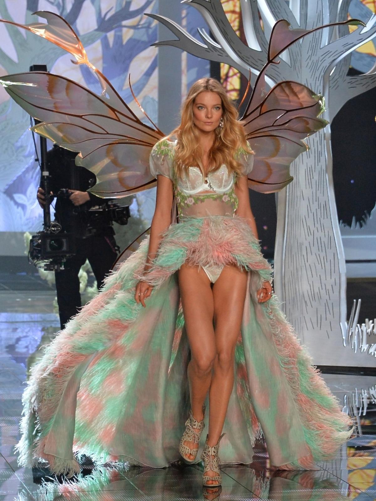 Eniko Mihalik na pokazie Victoria's Secret 2014