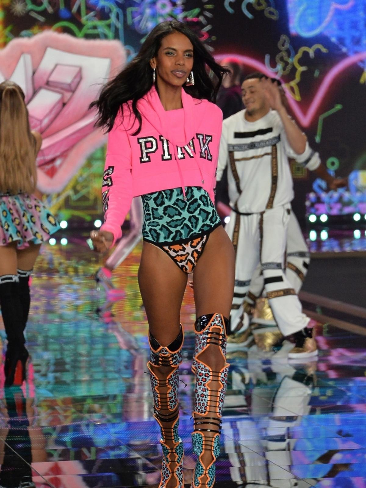 Grace Mahary na pokazie Victoria's Secret 2014