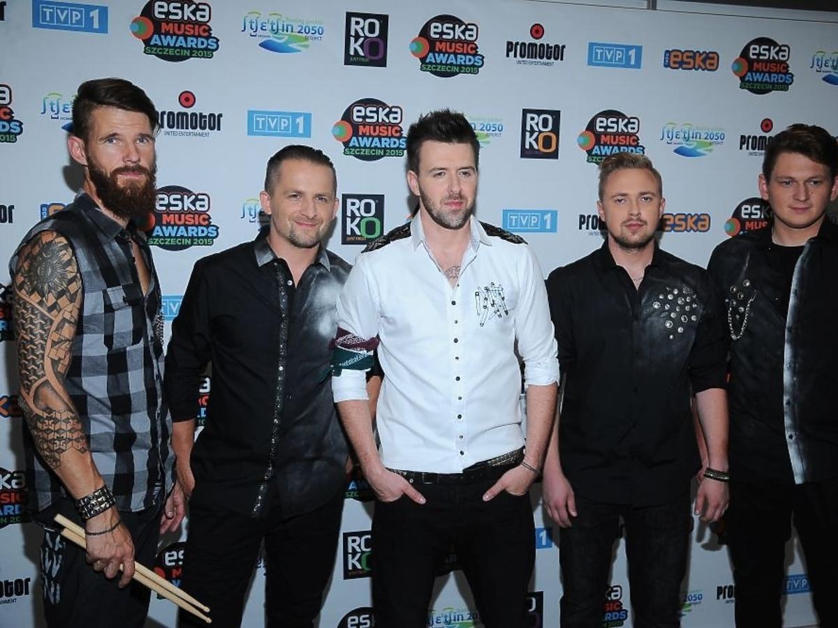 Grzegorz Hyży z zespołem na Eska Music Awards 2015