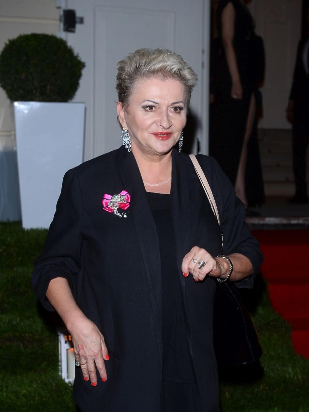 Hanna Bakuła w czarnym kostiumie