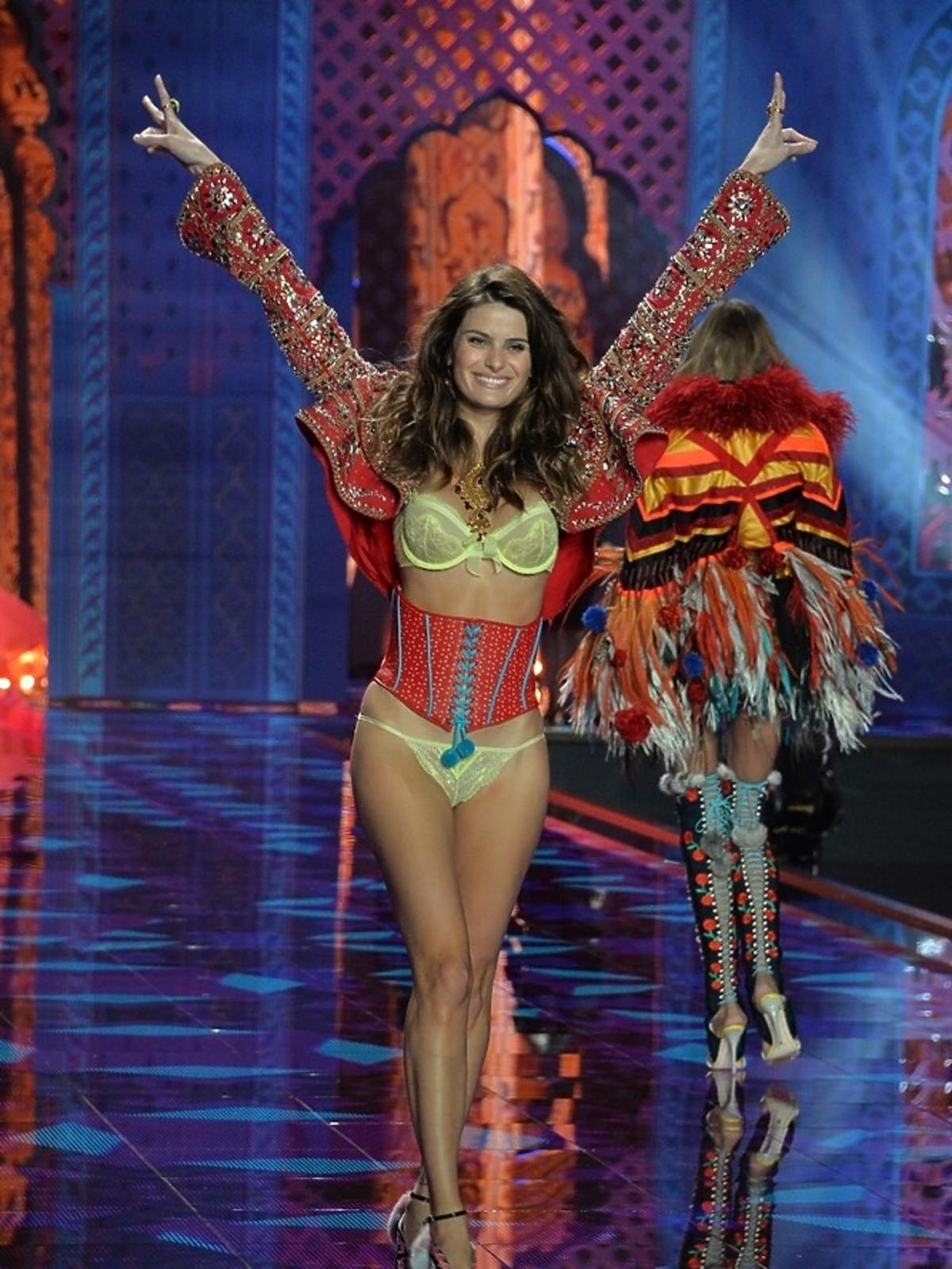 Izabeli Fontana na pokazie Victoria's Secret 2014