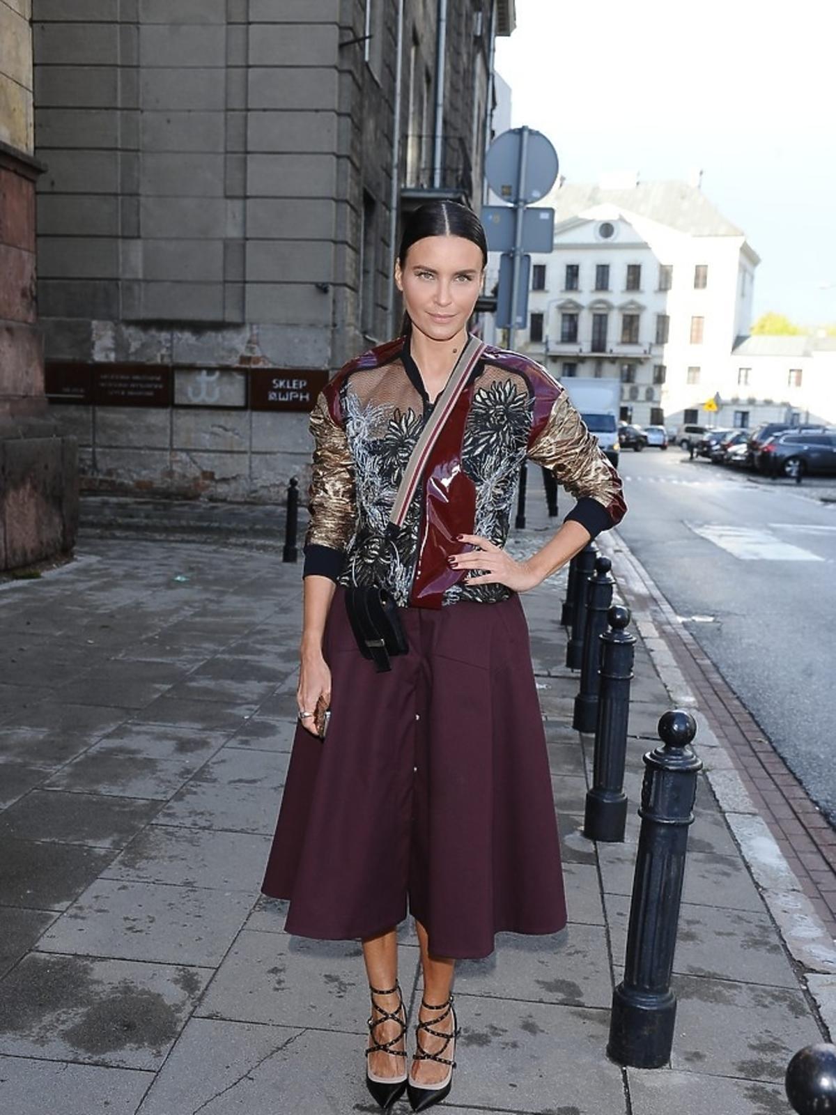 Joanna Horodyńska w borodowej kreacji na ulicy