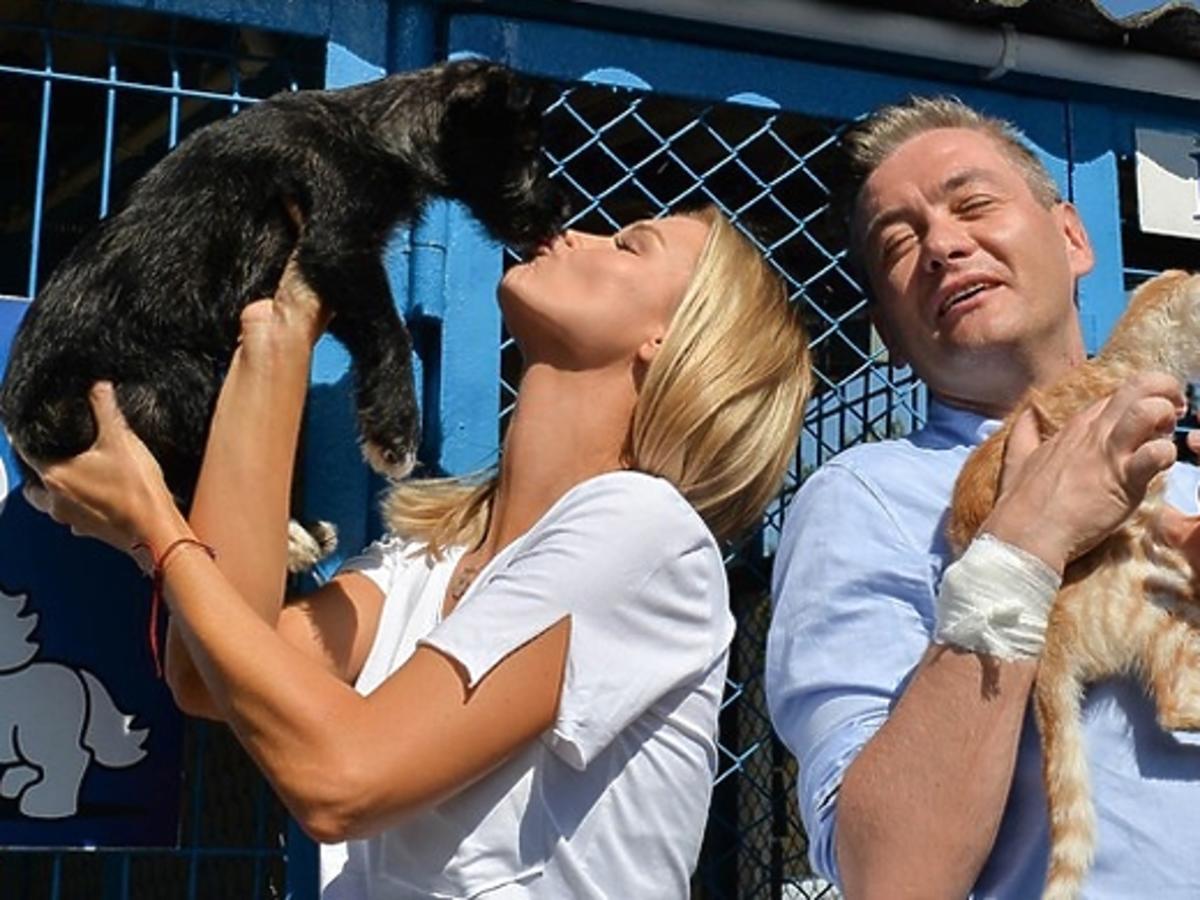 Joanna Krupa i Robert Biedroń w schronisku