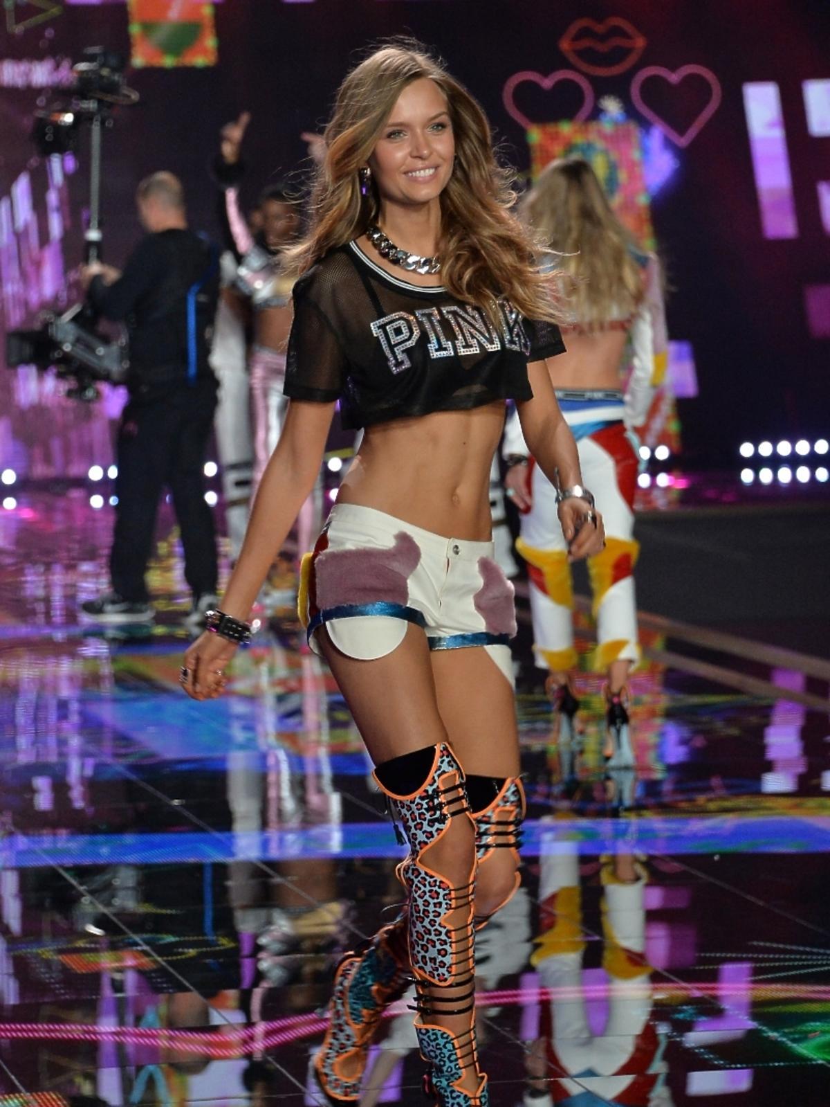 Josephinie Skiriver na pokazie Victoria's Secret 2014
