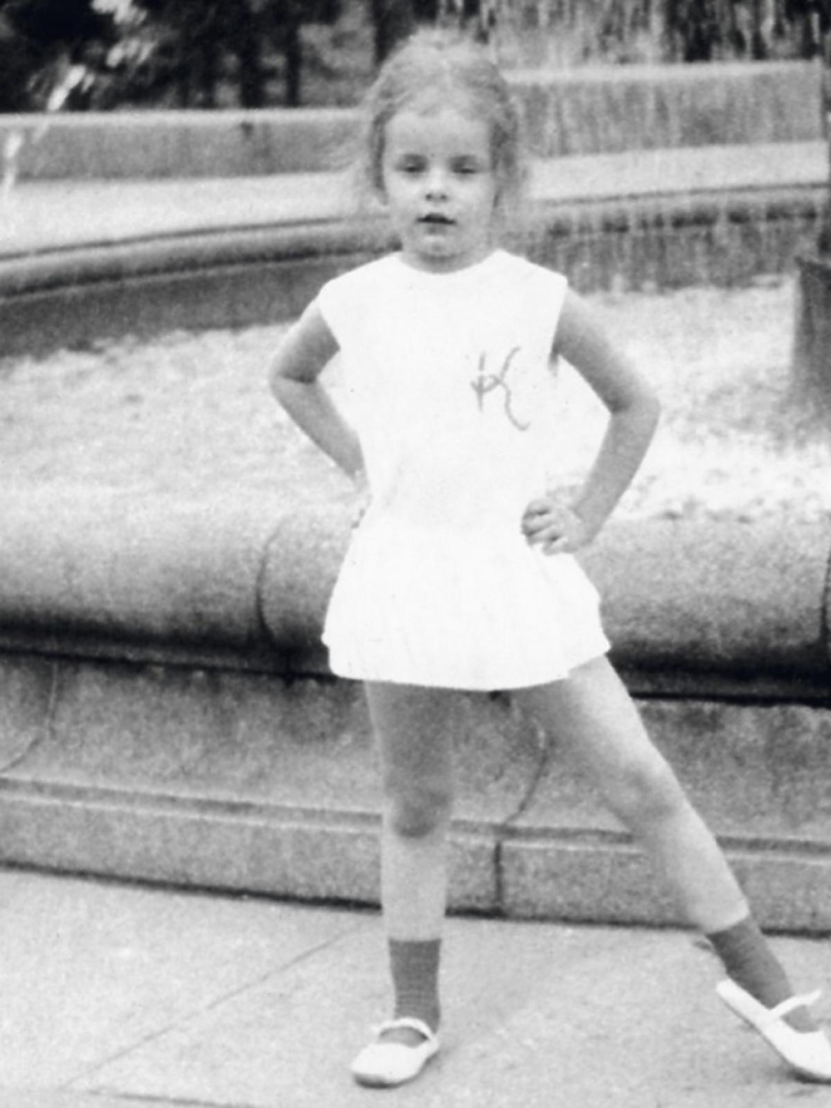 Karolina Korwin Piotrowska w dzieciństwie