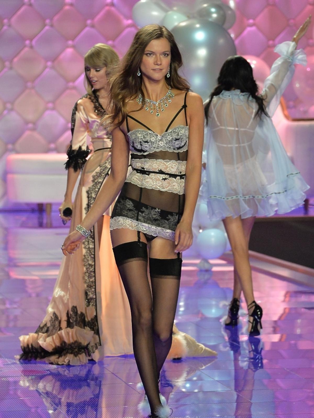 Kasia Struss na pokazie Victoria's Secret 2014