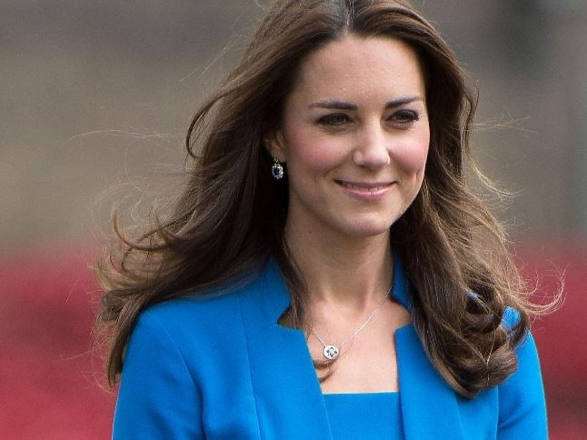 Księżna Kate w graatowej marynarce