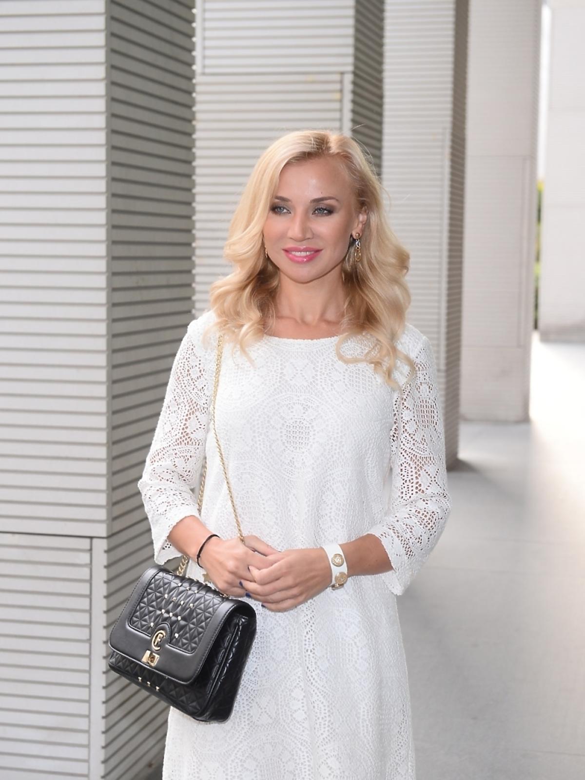 Lidia Kopania w białej sukience