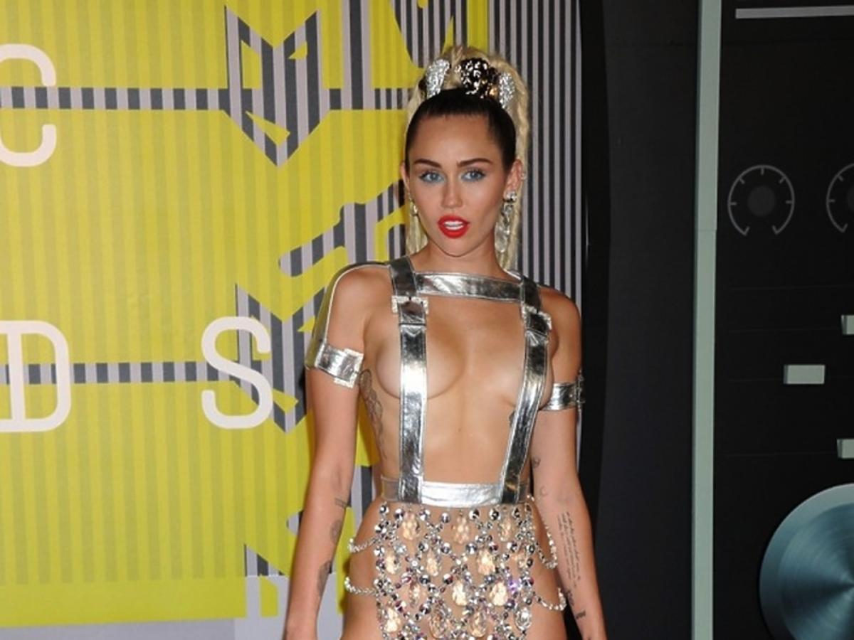 Miley Cyrus, MTV Video Music Awards 2015