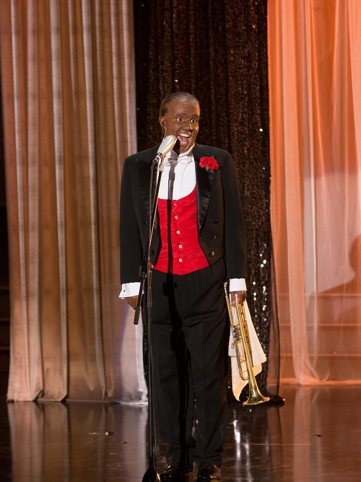 Monika Dryl jako Louis Armstrong w pierwszym odcinku Twoja Twarz Brzmi Znajomo 4