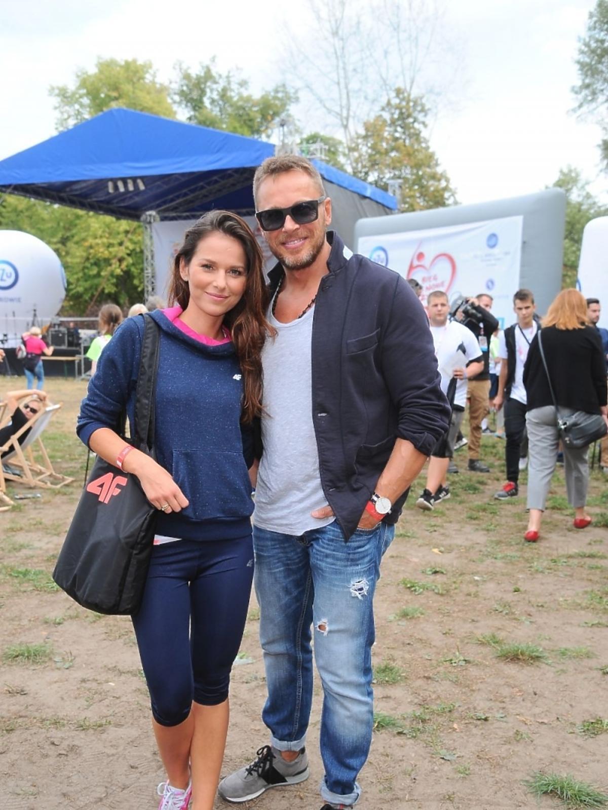 Paulina Sykut-Jeżyna z mężem na imprezie