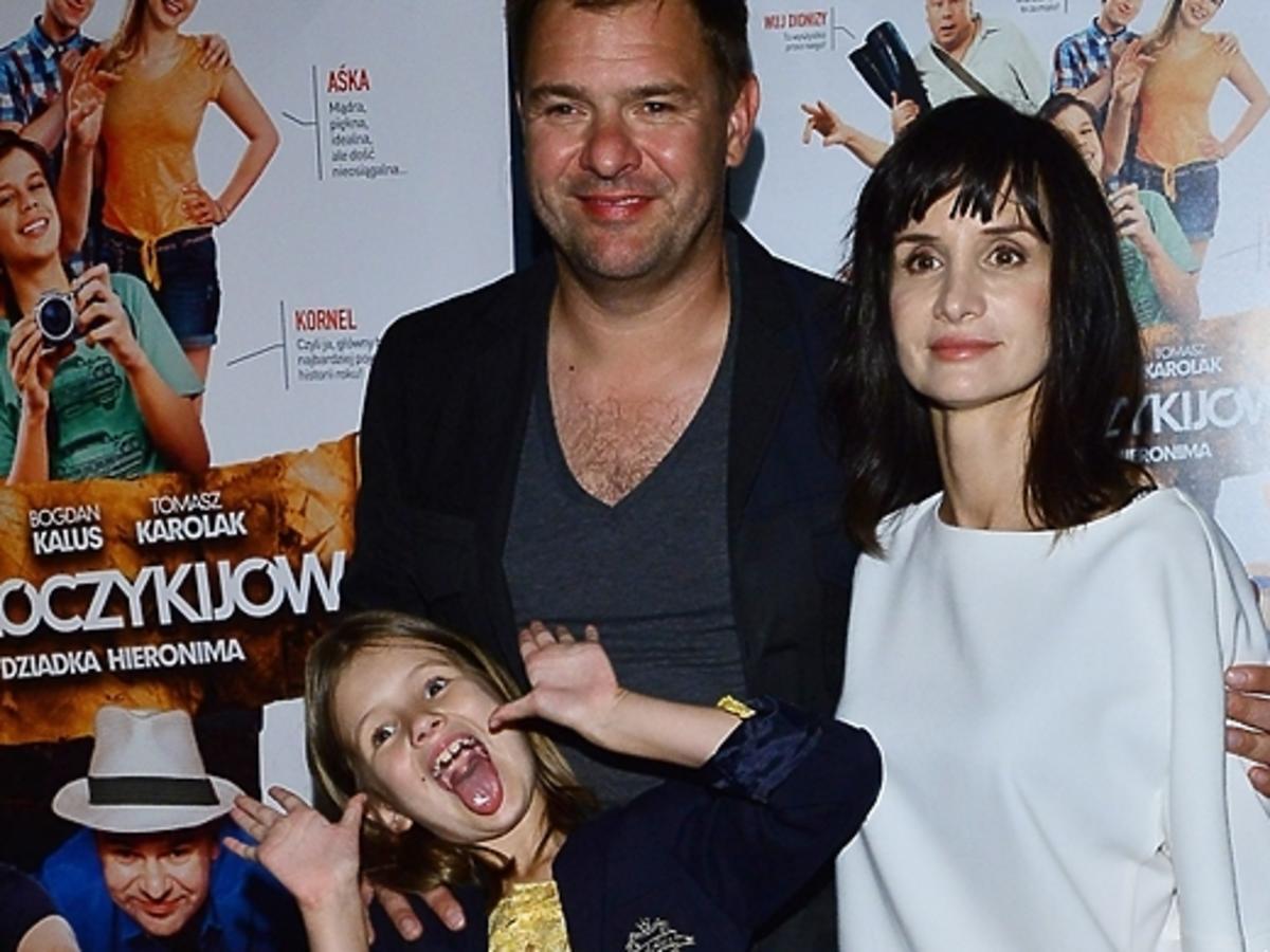 Tomasz Karolak i Viola Kołakowska z córką na premierze filmu Klub Włóczykijów
