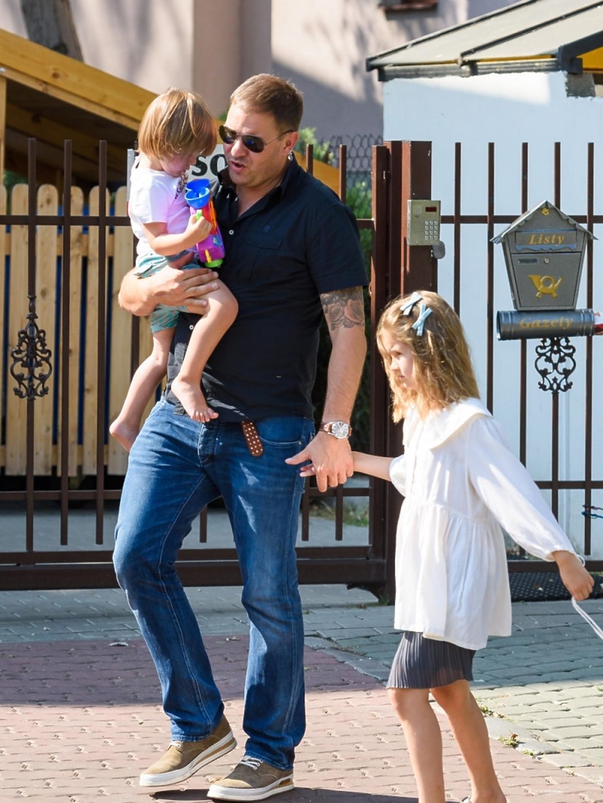 Tomasz Karolak z dziećmi