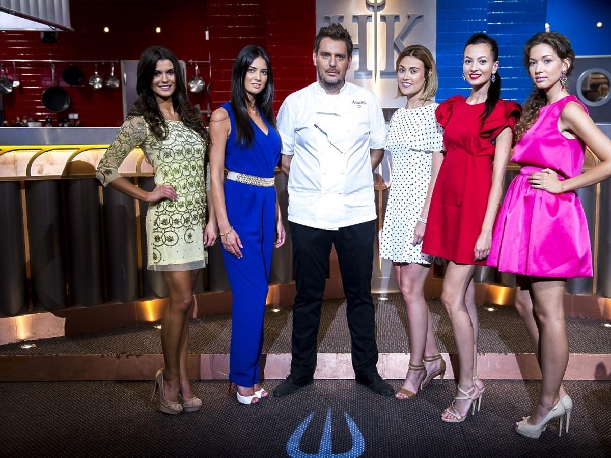 Wojciech Modest Amaro w otoczeniu Miss Polski na planie Hell's Kitchen