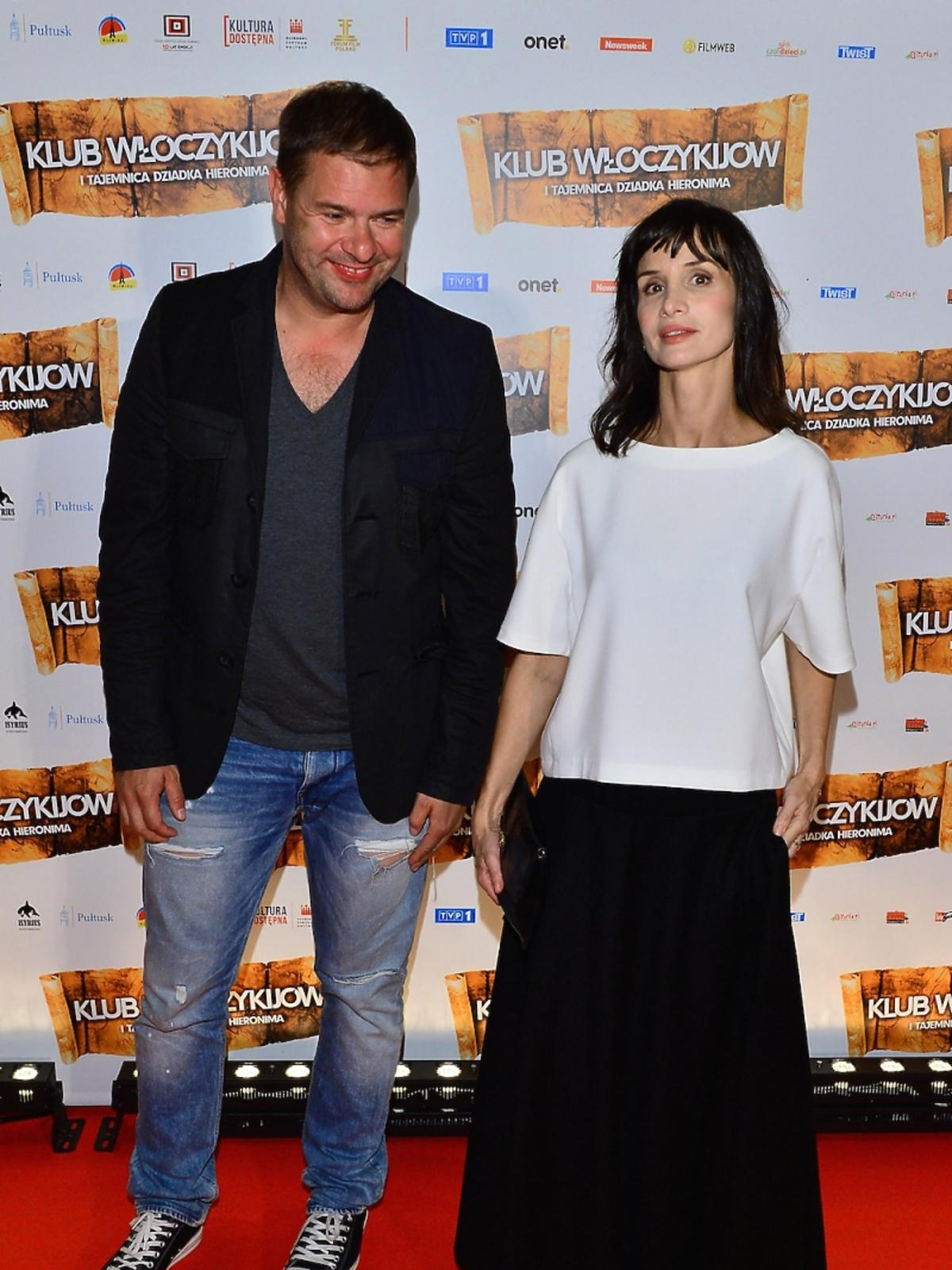 Tomasz Karola i Viola Kołakowska na premierze filmu Klub Włóczykijów